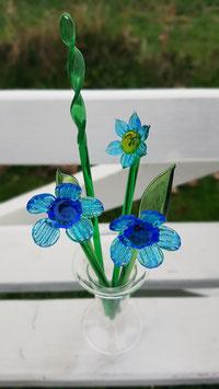 Glasblümchen mit Grün in Mini Kristallvase