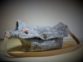 Handtasche mit Außentäschchen (Strickfilz)