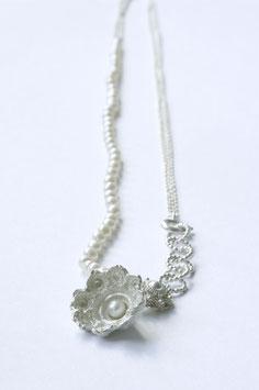 Zeeuwse ketting met witte parels en kleiner zeeuws knoopje
