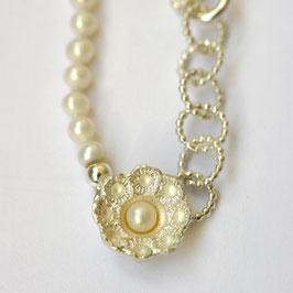 Zeeuwse ketting klein ornament met witte pareltjes
