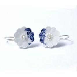 gerst delfts blauw porseleinen oorbellen met witte parel