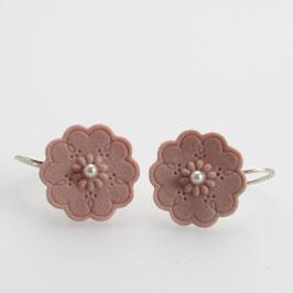 roze porseleinen oorbellen met witte parel