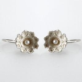 zeeuwse oorbellen zilver, witte parels