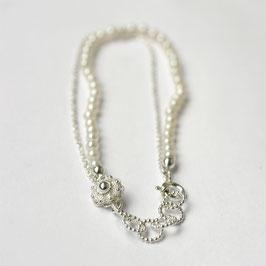 Zeeuwse armband met witte parel