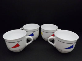 Lot de 4 tasses Arcopal motifs géométriques / Lot of 4 Arcopal geometric design cups