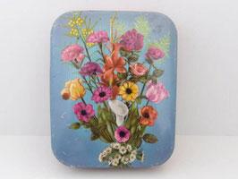 Boite à bonbons en métal  décorée de fleurs /  Sweet tin with flower decoration