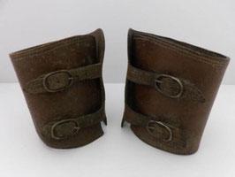 Paire de guêtres militaires en cuir / Pair of leather military gaiters
