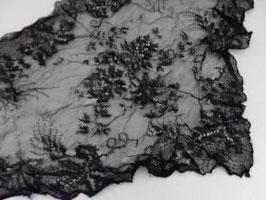 Mantille ancienne en dentelle noire / Antique black lace veil