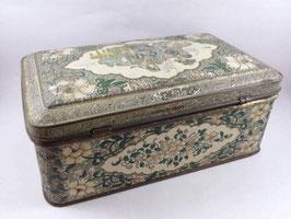 Boite ancienne en métal décor asiatique / Old asian decoration tin