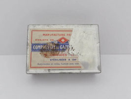 Boite ancienne médicale pour compresse de gaze / Old medical tin for dressings