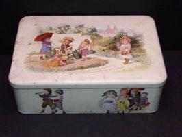 Grande boite métal à biscuits décor scène enfants / Large metal biscuit tin with children's scene