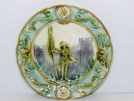Deux assiettes barbotine Jeanne d'Arc / Two majolica Jeanne d'Arc plates