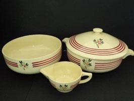 Ensemble soupière, saladier et saucière Gien décor radis / Set of Gien soup tureen, large bowl and sauce boat radish decorations