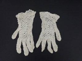 Paire de gants anciens en crochet écru / Vintage pair of gloves in ecru crochet