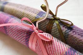 """Cintres de luxe en tweed """"Harry & Harriet""""                          pour elle & lui"""
