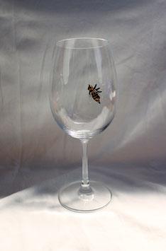 Weinglas mit Biene