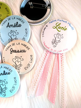 "Kit EVJF ""Oui"" : 1 cocarde + 7 badges (diamètre 56 mm)"