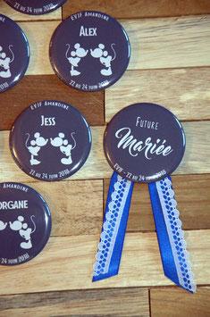 "Kit EVJF ""Mickey"" : 1 cocarde + 7 badges (diamètre 56 mm)"