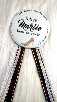 "Kit EVJF ""Talon aiguille"" : 1 cocarde + 7 badges (diamètre 56 mm)"