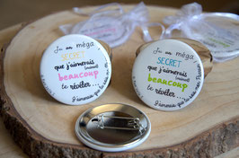 """""""Les petits prix"""" : Lot de 2 badges : """"j'ai un méga secret ... parrain et marraine""""(LOT n°3)"""