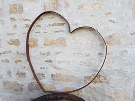 Ancienne décoration de jardin cœur en métal rouillé