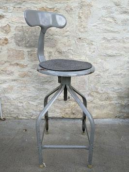 Ancienne chaise d'atelier Nicolle Queue de Baleine