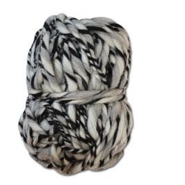 Handgesponnennes Strickgarn weiß-grau-schwarz