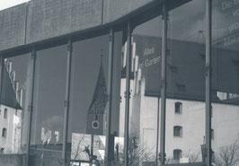 Fotografie mit dem Titel: Spiegelung in der Stadt schwarz/weiss