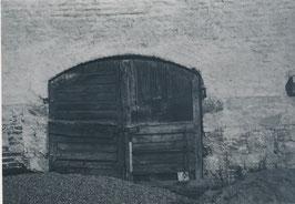 Fotorgrafie mit dem Titel: Holztor schwarz/weiss