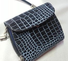 Geldbörse und Minibag zugleich, von déqua, geprägtes Leder, Kroko-Optik, schwarz-blau