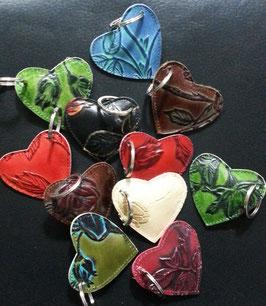 Schlüsselanhänger in Herz -Form im beliebten Rosen - Design, geprägtes Leder! Schenken Sie mit Herz!
