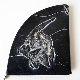 Geldbörse, extravagantes Design, Fische, geprägtes Leder, von déqua, schwarz - weiß
