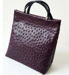 Designer Handtasche déqua, Cityformat, hochwertiges geprägtes Rindsleder in Straußen -Optik, pflaume