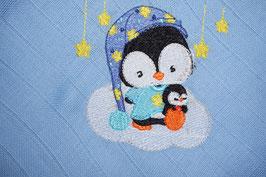 Nuschi hellblau mit Pinguin auf Wolke
