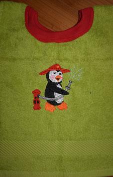 SCHLUPFLATZ klein hellgrün mit Feuerwehr-Pingu