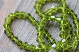 Waldgrün //Perlenstränge Glasfacett