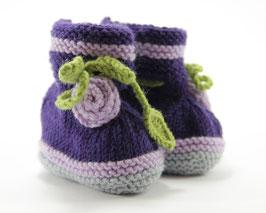 Strickschuhe Merino violett mit Rose