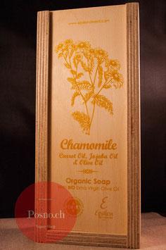 EPSILON Organic Oliven Öl Seife mit Kamille, Karotten- und Jojobaöl (2 Stk.) in dekorativer Holzbox mit Holzseifenhalter