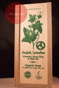 EPSILON Organic Oliven Öl Seife mit Loofah, Lavendel, Gründer Tonerde und Spirulina (2 Stk.) in dekorativer Holzbox mit Holzseifenhalter