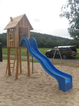 Spielturm aus Robinie und Lärche (öffentlich)
