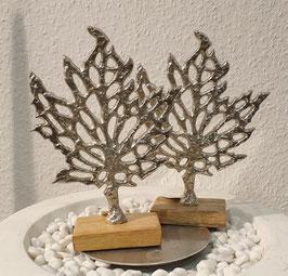 Metall-Baum auf Holzsockel