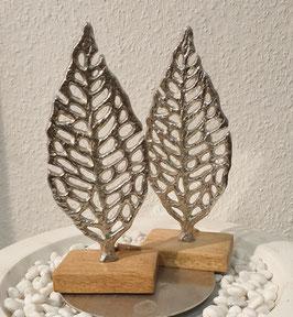 Metall-Blatt auf Holzsockel