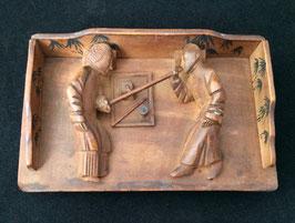 Scène de fumerie en bois sculpté (c.1930)