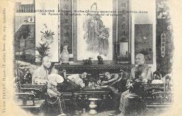 CPA : Cholon – Riche Chinois recevant ses invités dans sa fumerie d'opium