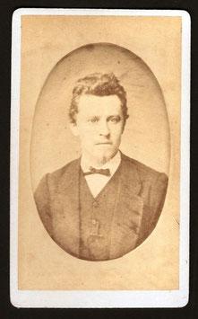 CDV : Walter F. Dufty, Nouméa : portrait d'homme (c.1880)