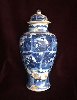 Grand vase balustre en porcelaine blanc-bleu (épave de Vung Tau, c. 1690, époque Kangxi)