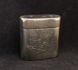 Petite boîte à opium en paktong à décor érotique