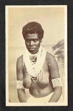 """CDV : Edward Dufty, Nouméa : """" Femme mélanésienne (Salomon ?) """" (c. 1880)"""