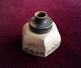 Fourneau de pipe à opium en grès décoré
