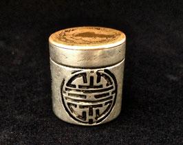 Petite boîte à opium en paktong et cuivre (c. 1912)